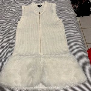White woven and fur sweater vest